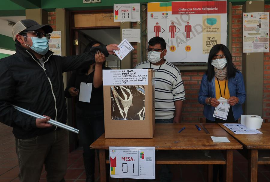 mesas-electorales-se-abren-en-bolivia