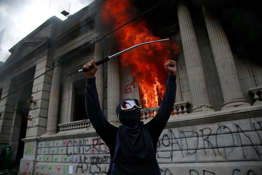Congreso de Guatemala en llamas